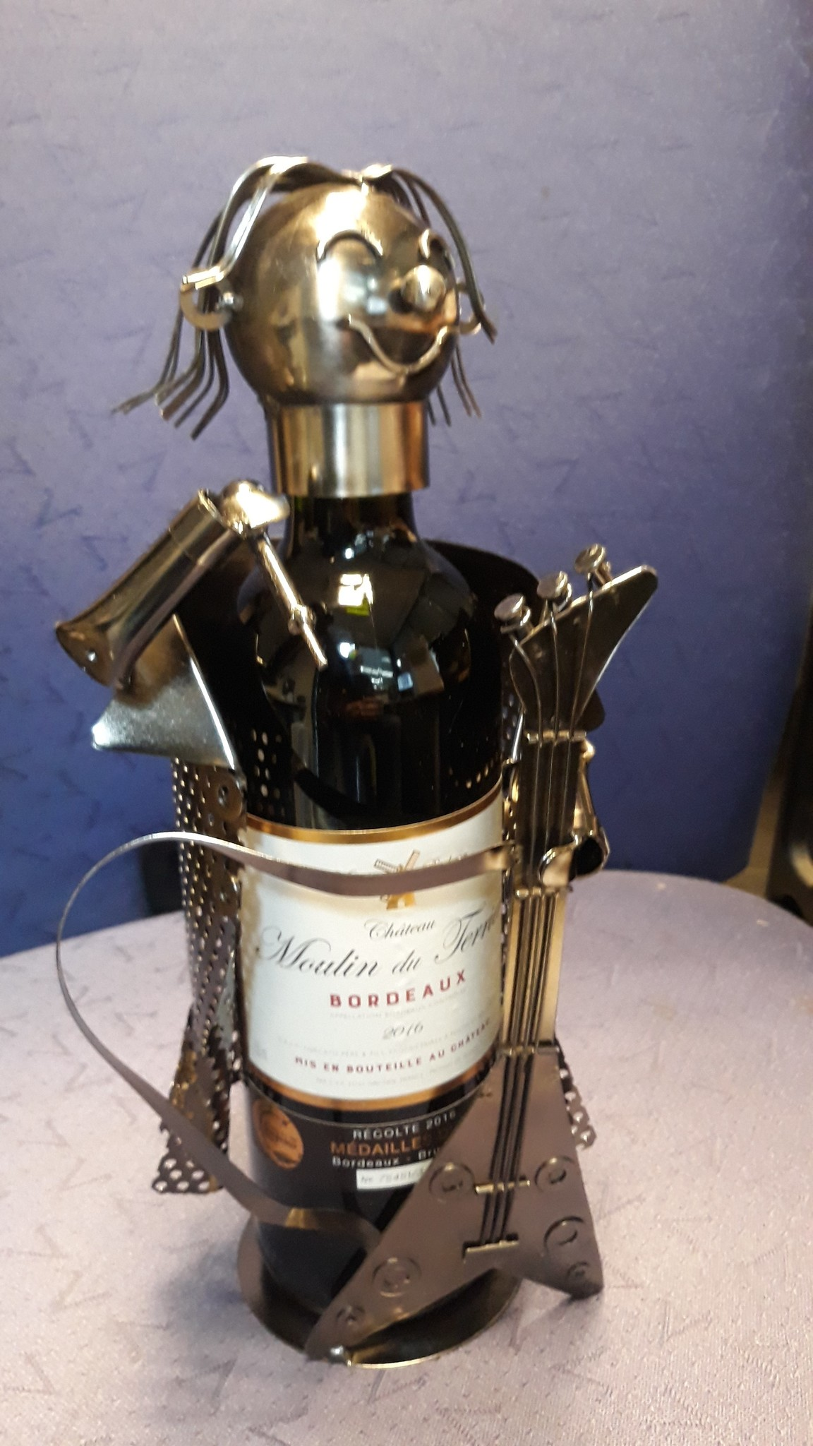 Wine bottle holder Singer guitarist