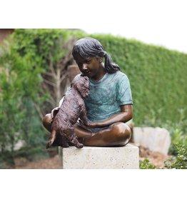 Bronze Mädchen mit Hund