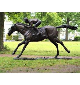Bronzejockey auf einem Pferd