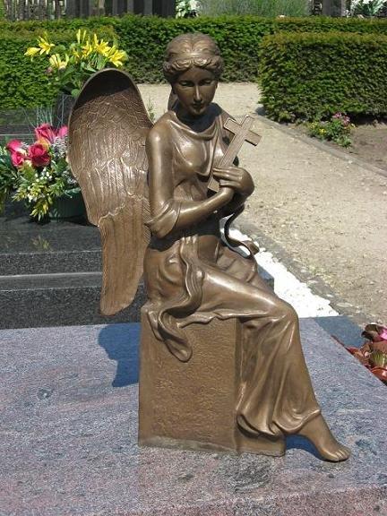 Bronzen Engelen Beelden.Grafbeeld Engel Met Kruis Brons