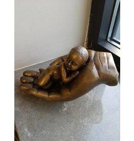 Eliassen Baby in der Hand Bronze