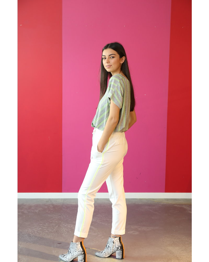 Amélie & Amélie broek wit met elastiek en fluo streepje