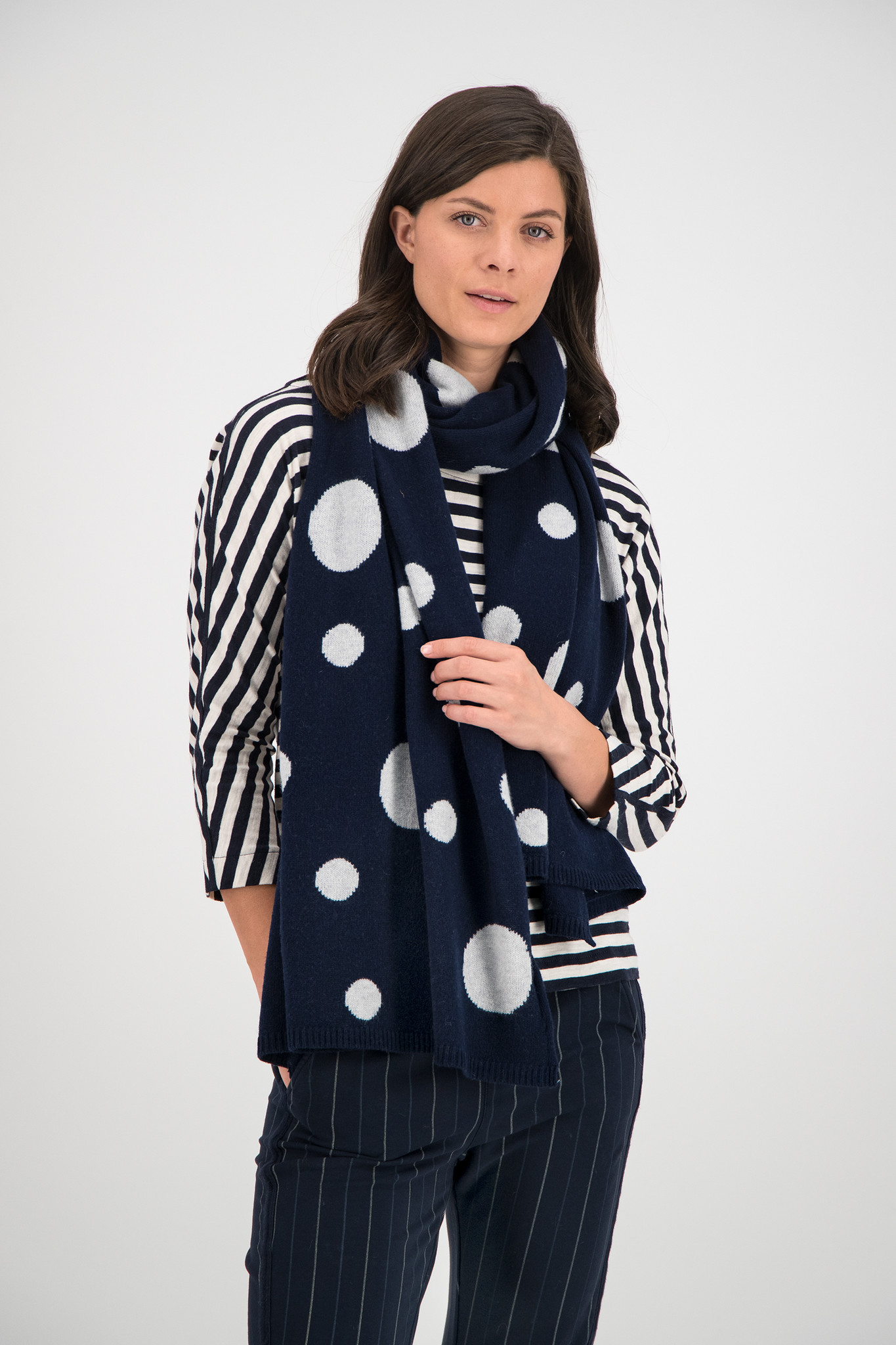 SYLVER Knitted Dot Shawl - Dark Blue