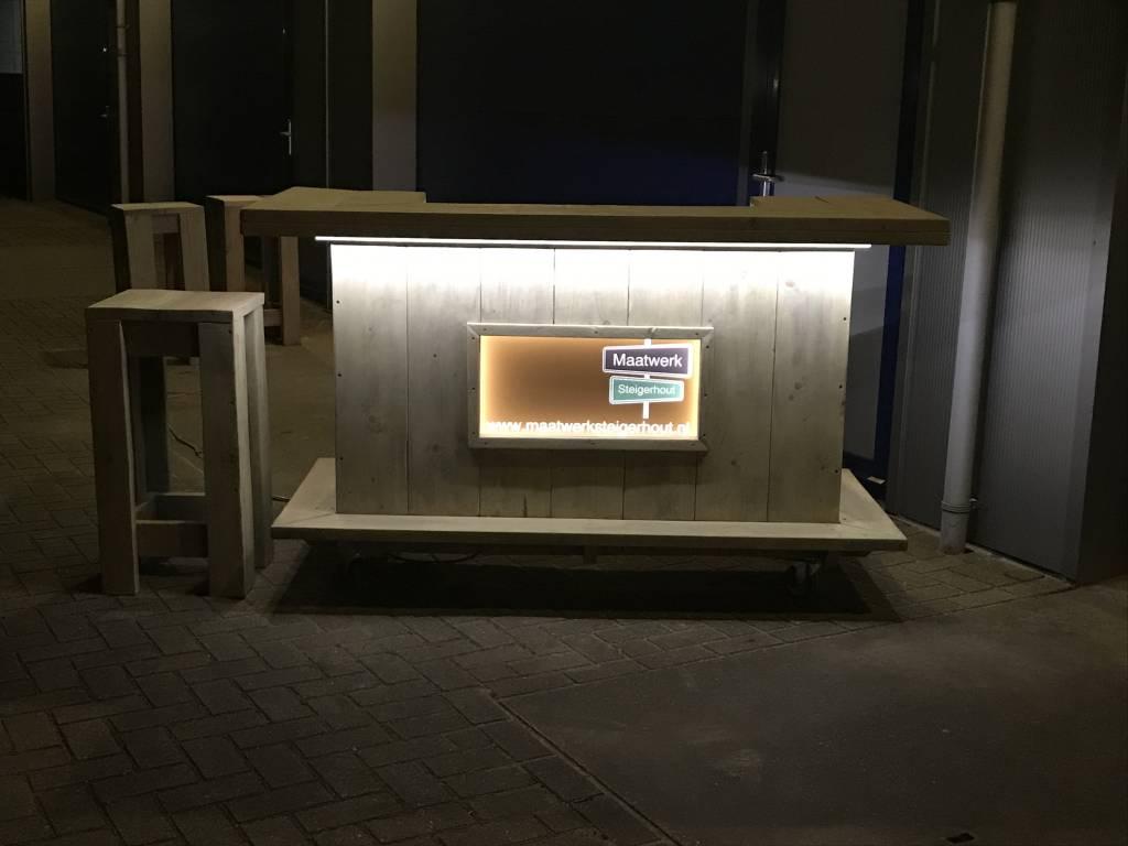 Leonard Bar / Balie / Toonbank van steigerhout verrijdbaar  met LED verlichting