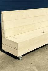 Klepbank van steigerhout met opbergruimte op wieltjes