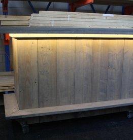 Bar met LED verlichting op wielen