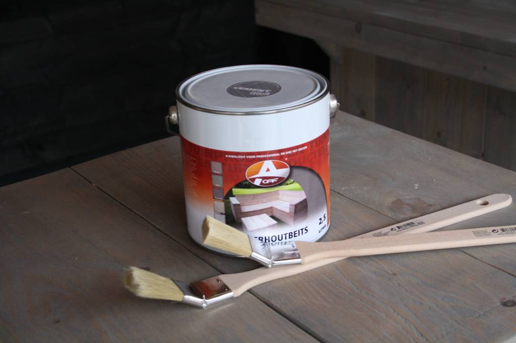 Platte kwast voor beitsen steigerhout meubels