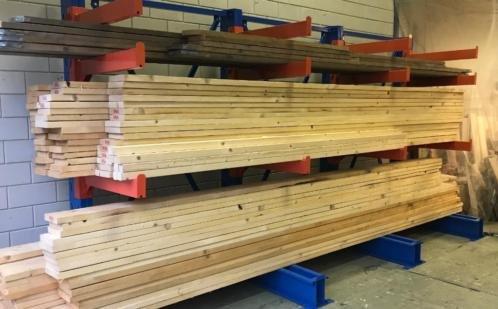 Nieuwe steigerhout planken op maat gezaagd