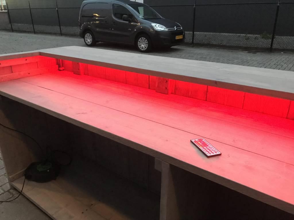 Gerben Bar  van steigerhout met een full colour en waterproof LED verlichting  pakket