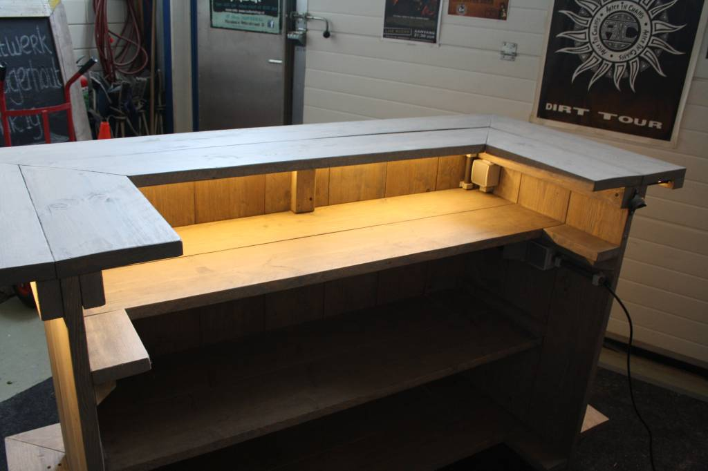 Bar / Balie / Toonbank met LED verlichting van en verrijdbaar