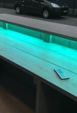 Gerben Bar aus Holz mit einem farbenfrohen und wasserdichten LED-Beleuchtungspaket: Modell Gerben LED Spezial.