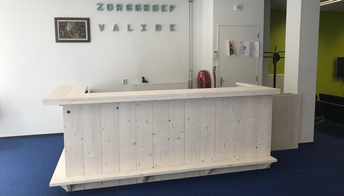 Steigerhouten kantoorinrichting
