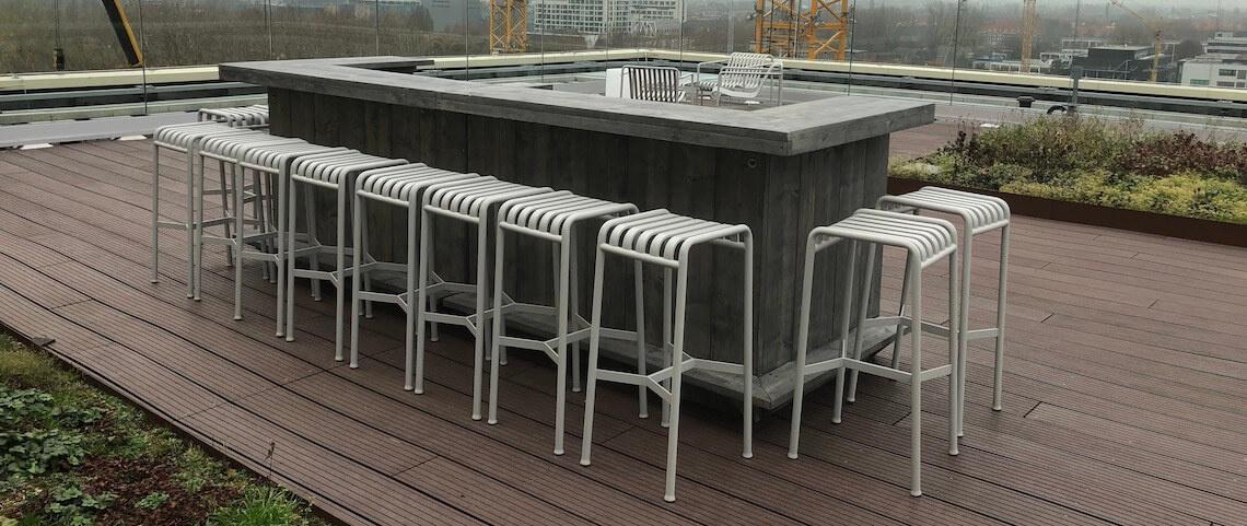 Verhuur grote bar voor een feest op een dak in Dronten