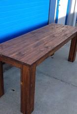Eettafel van steigerhout behandeld met een old brown wash