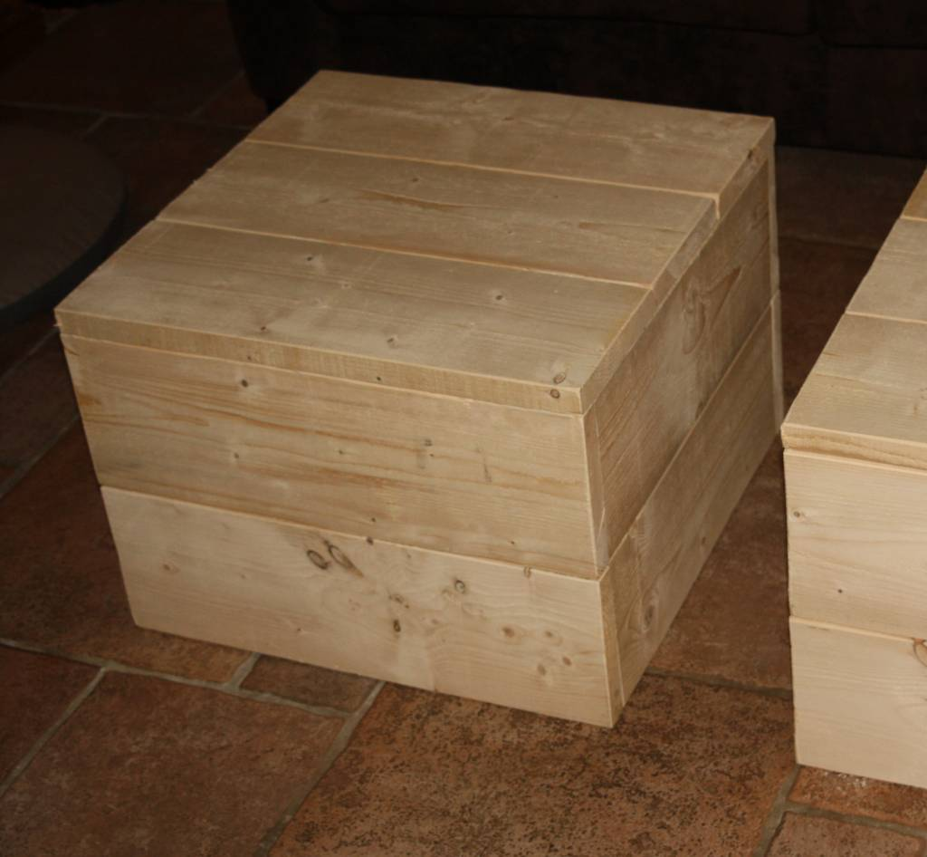 Grenada Hocker van steigerhout