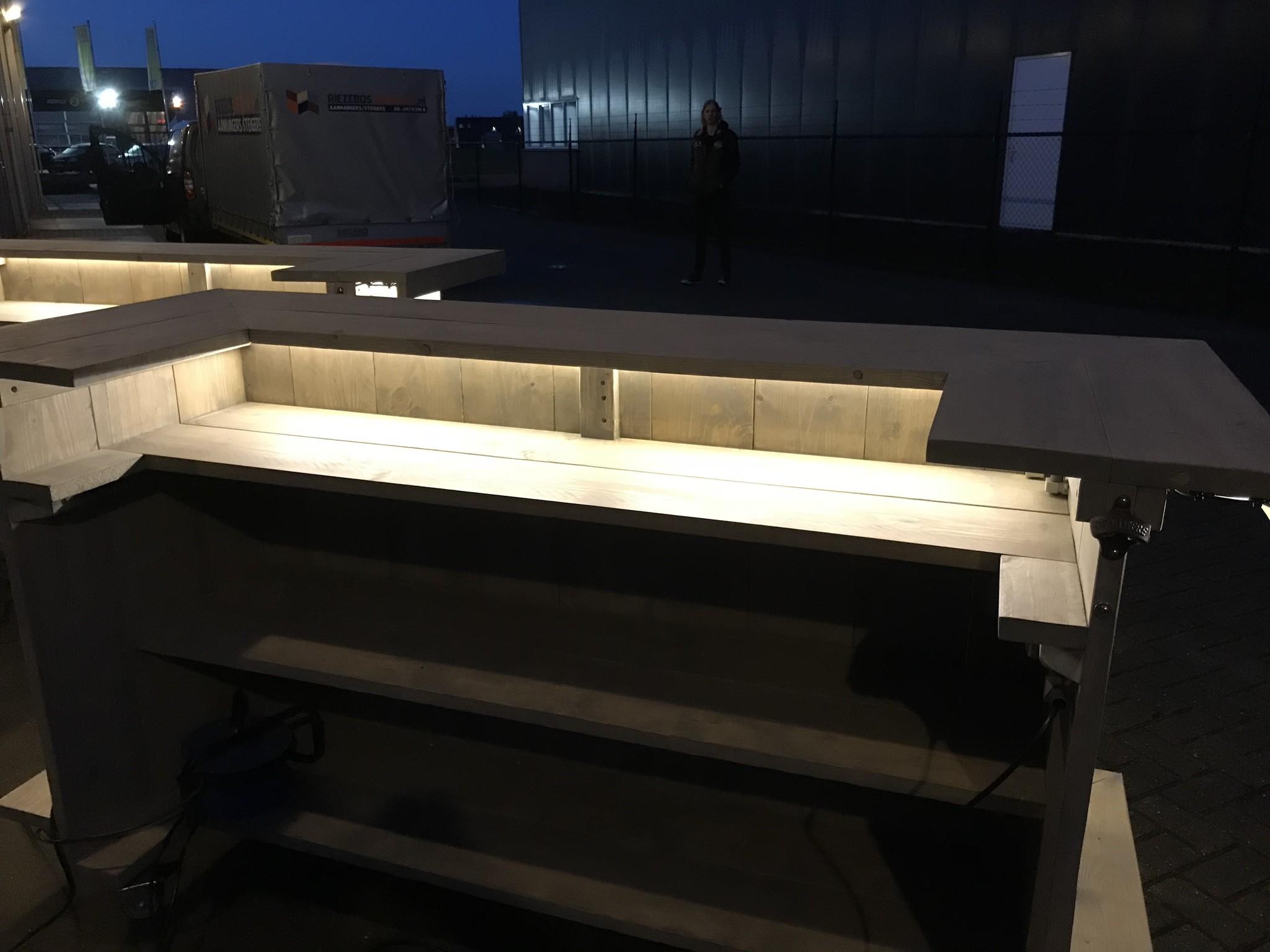 Leonard Toog van steigerhout met LED verlichting en verrijdbaar