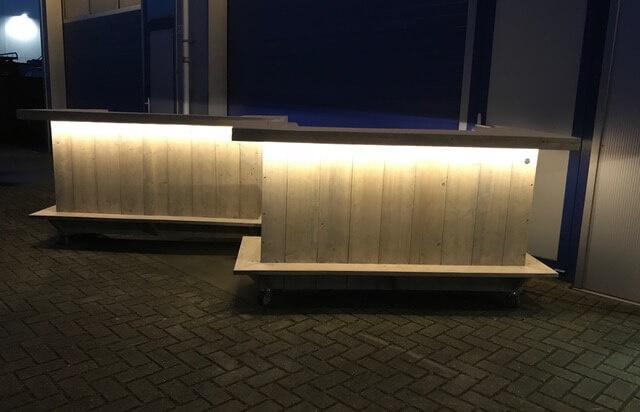 Mobile Bar aus Holz mit LED