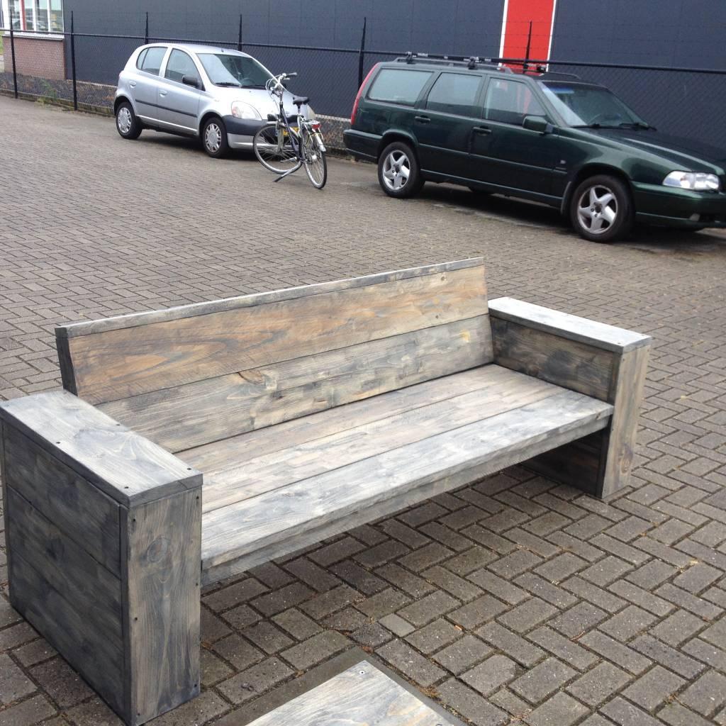 Loungebank van steigerhout behandeld met antraciet wash