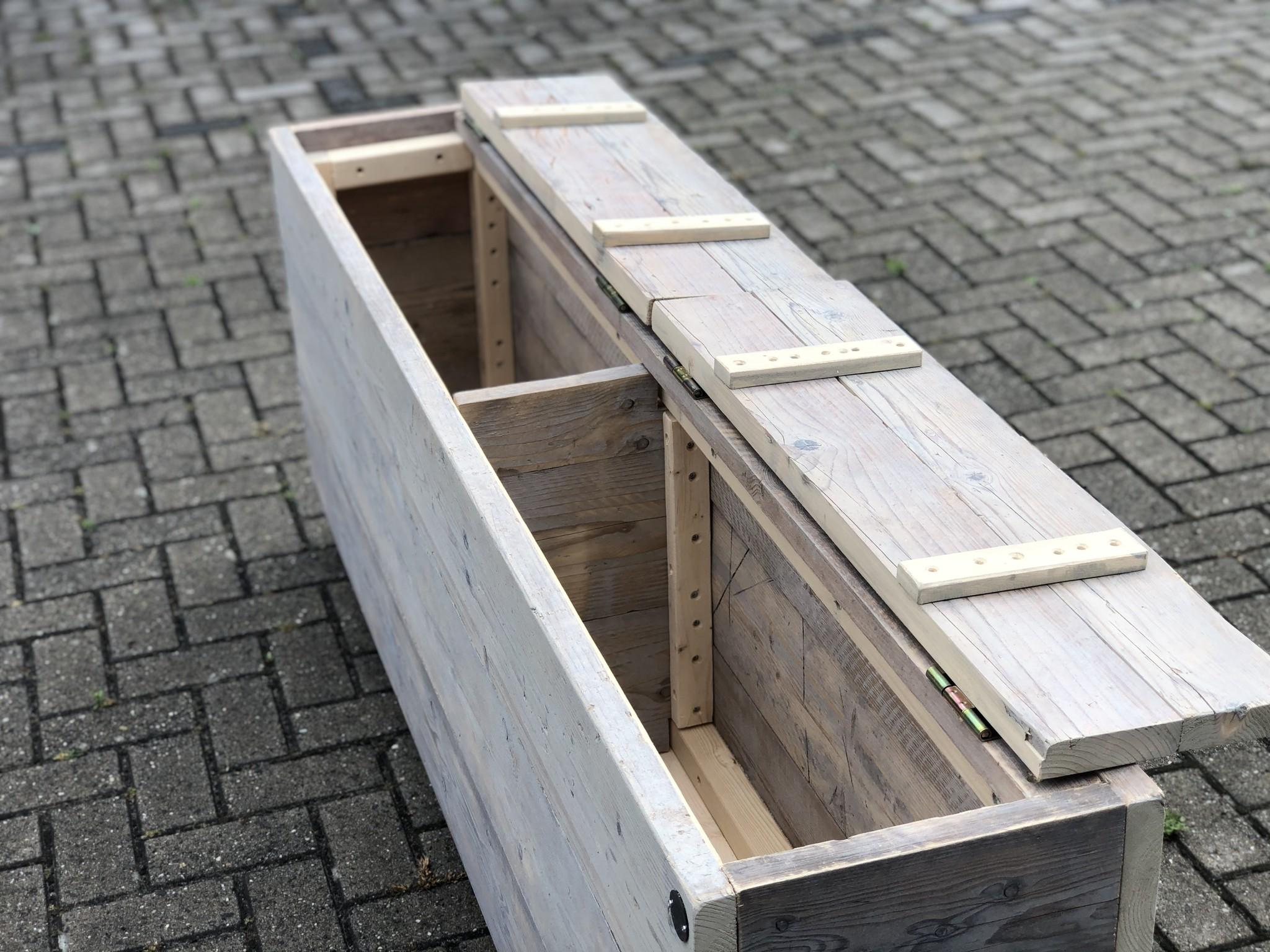 Moreen Dekenkist / Opbergkist van oud steigerhout op vintage wielen: Model Moreen