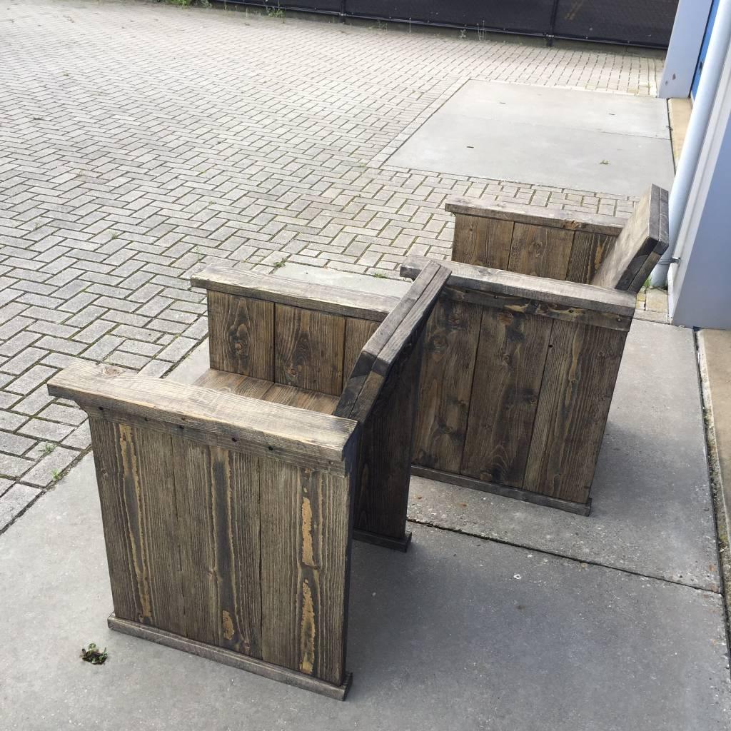 Tuinstoel van steigerhout met een black wash