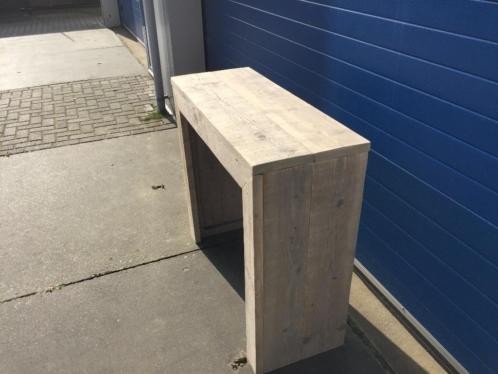 Sidetable van oud steigerhout