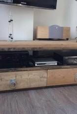 TV Meubel gemaakt van oud en nieuw steigerhout