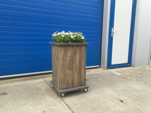 Plantenbak / Bloembak van steigerhout op wieltjes