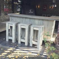 Luc van Vlaanderen Een verrijdbare Bar/ Balie