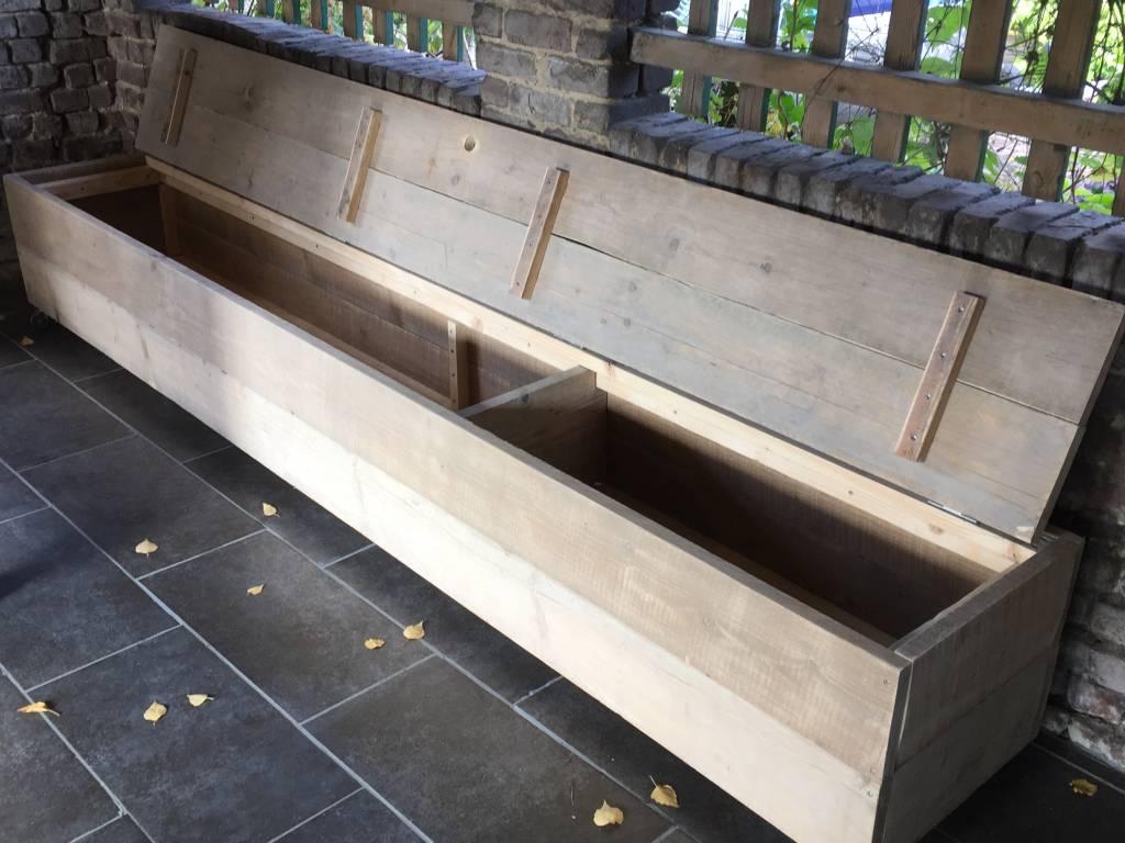 Luc van Vlaanderen Dekenkist / Opbergkist van oud steigerhout op wieltjes