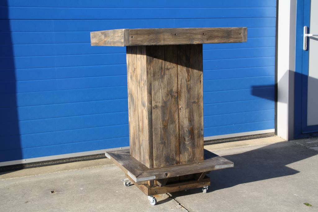 Johnny Bartafel van steigerhout met voetenplank en op wieltjes