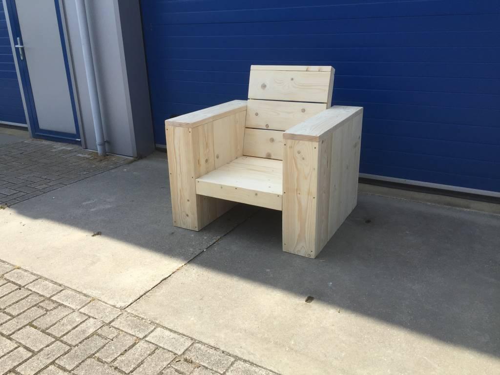 Lounge stoel met hoge ruig van steigerhout