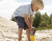 Spelen met en in het zand