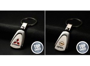 Diverse autosleutelhangers met logo