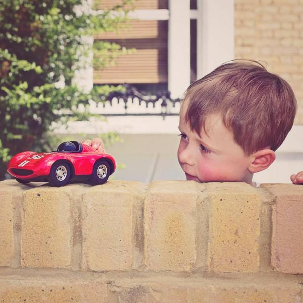 """Racewagen """"Speedy Le Mans"""" in Rood-3"""