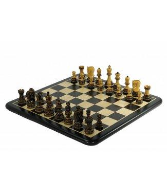 Meister Russia Zagreb geflammten Schachfiguren und Brett