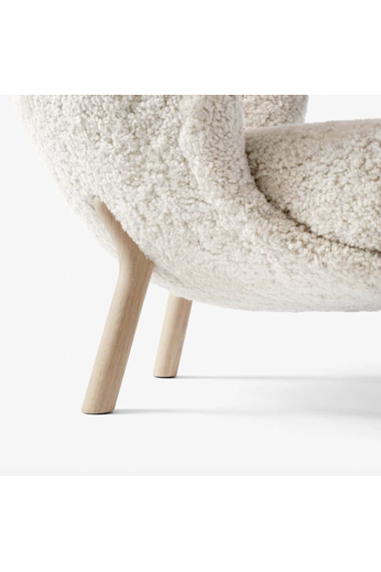 &Tradition Lounge Chair Little Petra VB1 | White oiled oak / Sheepskin
