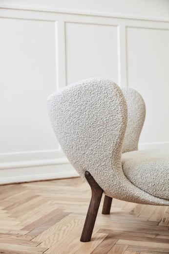 &Tradition Lounge Chair Little Petra VB1 | Oiled Walnut, Karakorum