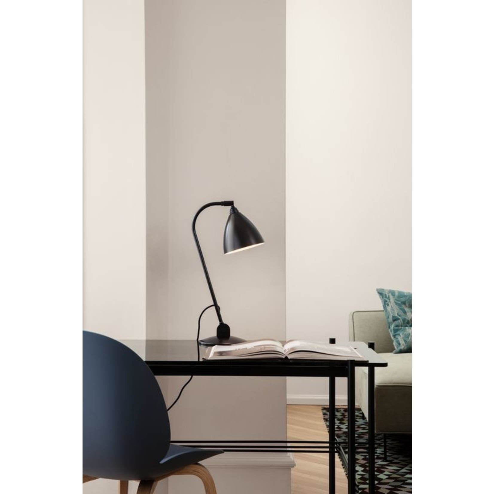 Gubi BL2 Table Lamp - Ø16 | Black Brass Base & Black Brass Shade