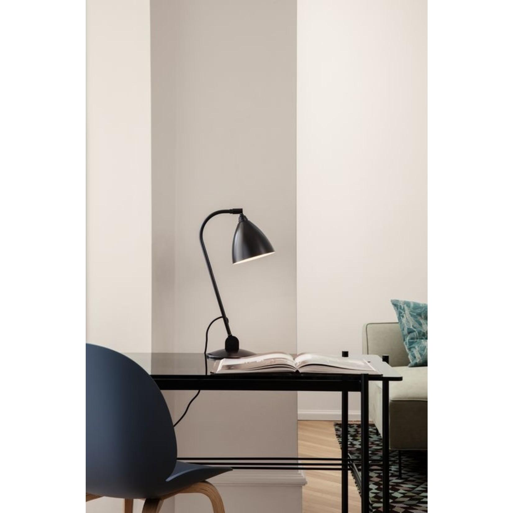 Gubi Lampe de table BL2 - Ø16 | Base en laiton noir et abat-jour en laiton noir