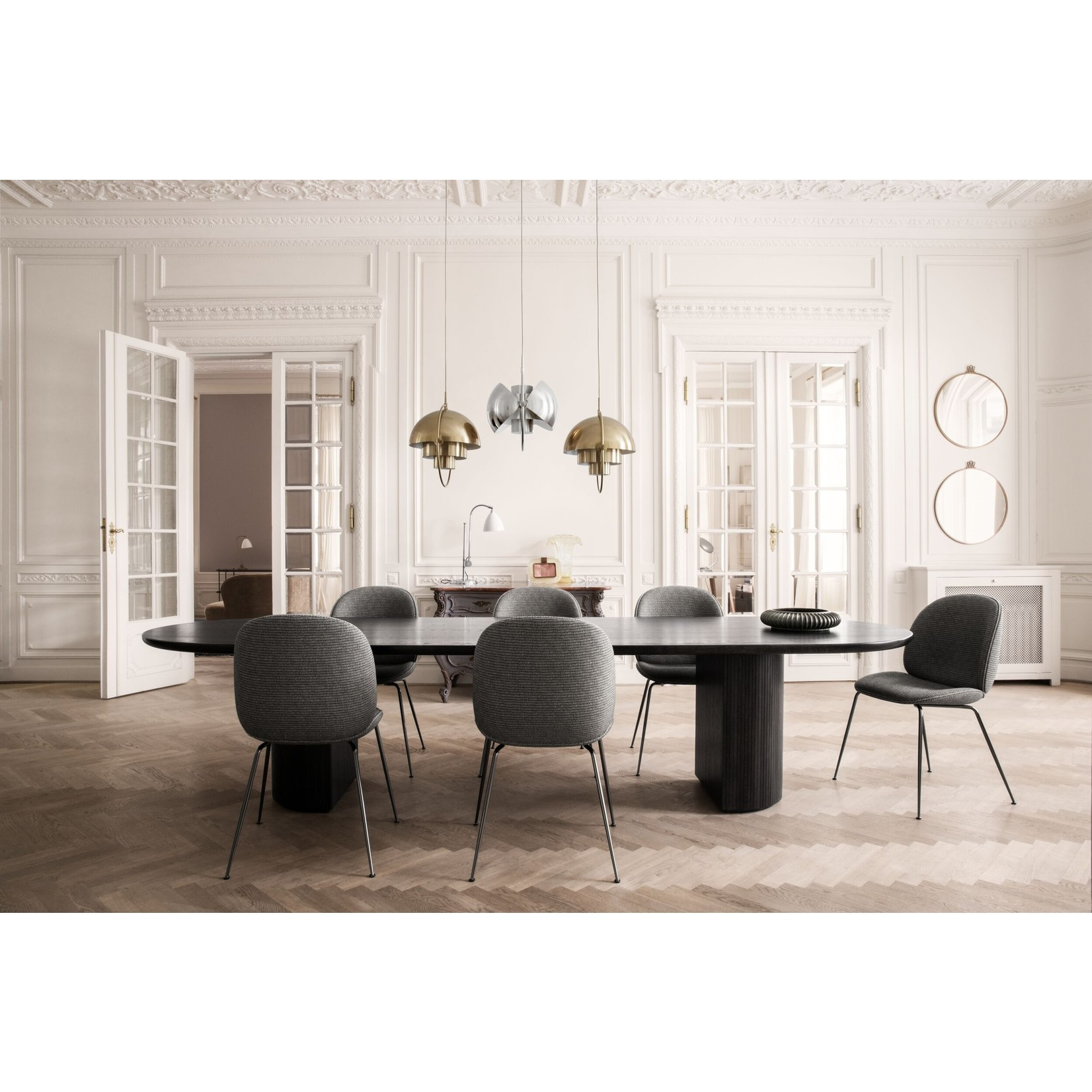 Gubi Table à manger Moon - Elliptique 300x105