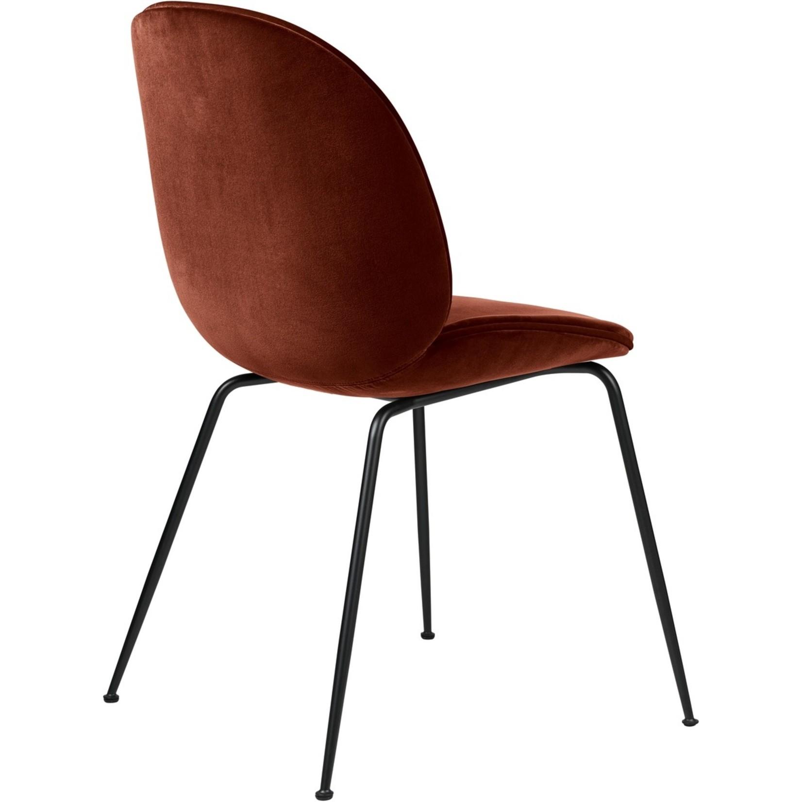 Gubi Chaise de salle à manger Beetle | Base mate rouge rouillé et noir