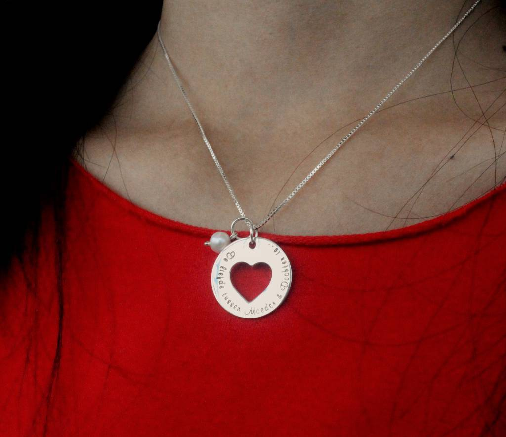 KAYA jewellery Mom and two daughters 'The Love between Mother & Daughter is forever'