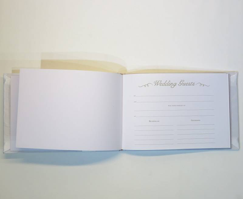 Licht crème gastenboek met kant en parels