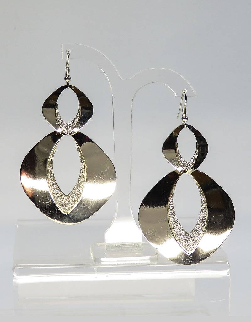 Langwerpige oorhangers zilverkleur versiert met poeder strass