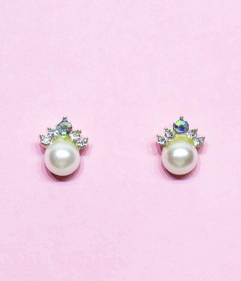 Zeer mooie stekers oorbellen met parels en een strass kroontje