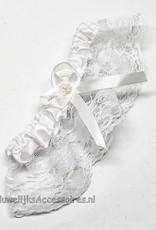 Witte kousenband met een witte lintje