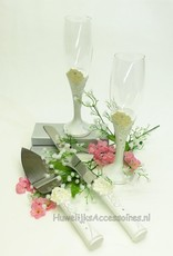 Luxe champagneglazen met bijpassende taartschep en mes - crème rozen