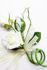 Boeket rozen als bedankje gevuld met witte dragees