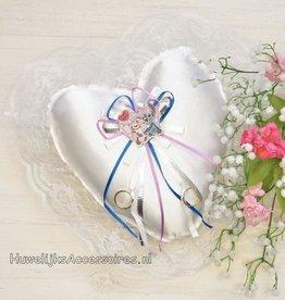 Disney Stitch & Angel op een witte trouwring kussen
