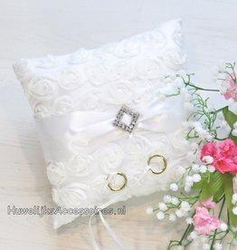 Trouwring kussen gebroken wit met roosjes